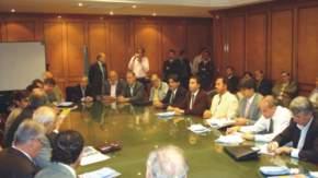 Pequeños y medianos productores y proveedores nacionales mineros en la reunión en la Bolsa de Comercio de Buenos Aires
