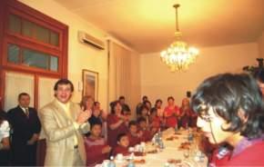 Los alumnos en Casa de Gobierno recordaron el cumpleaños del Gobernador