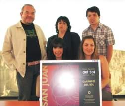 Los ganadores junto a Mónica Arturo, directora de Acción Cultural, y Carlos Sisterna, director del Carrusel del Sol.