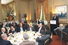 Empresarios de principales grupos económicos del país, en el almuerzo anual realizado este miércoles, siguen la exposición del gobernador Gioja sobre la situación de San Juan y su programa de gobierno