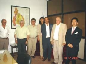 El Ing. Felipe Saavedra junto al director gral. de JETRO, Takahiro Shidara, y los funcionarios de la Secretaría de Minería de la provincia.
