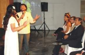 Las autoridades, el vicegobernador Uñac, el secretario de Turismo Elizondo y funcionarios de su área durante la presentación de la canción oficial