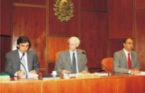 La primera sesión extraordinaria fue conducida por el vicepresidente primero, Eduardo Bustelo, acompañado por los secretarios legislativo y administrativo.