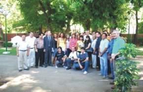 Gioja y Uñac con periodistas en los jardines de Casa de Gobierno