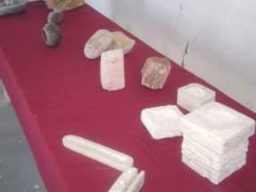 Objetos exhibidos que fueron realizados por los participantes del curso