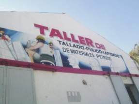 Frente del Taller inaugurado en Albardón