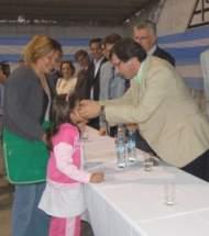 El vicegobernador U�ac en la entrega de anteojos en el Club Aberastain de pocito