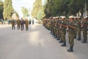 En el inicio, pasan revista y saludan a las tropas el vicegobernador Uñac junto al jefe del RIM 22, Tte.Cnel. Quiñones y atrás los mayores Venturini y Zani