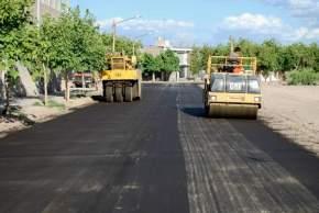 Distintas obras de pavimentación se están ejecutando en calles de la Ciudad de San Juan, solicitadas por los vecinos.