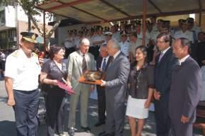 El intendente Marcelo Lima entrega el decreto de