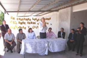 El gobernador José Luis Gioja habla en la entrega de los módulos habitacionales