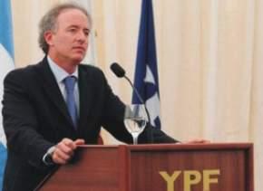 Sebastián Eskenazi, CEO de YPF, presentando el plan de exploraciones de la empresa