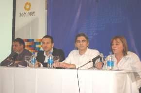 Comienza el foro con las palabras de la diputada provincial Lucía Gómez, luego expusieron el subsecretario Depetri, el director del INCaP Cháves, y el ministro Daniel Molina