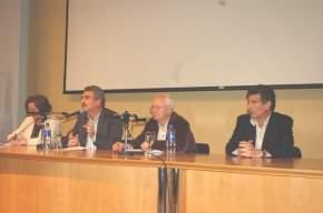 La mesa del Foro, moderada por la dip.nac. Margarita Ferrá, junto a los disertantes Agustín Rossi, Ernesto Laclau y Carlos Alvarez