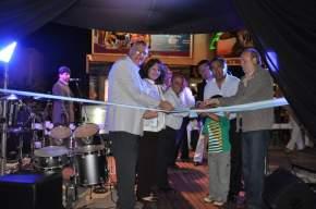 Cortan las cintas inaugurando la exposición Titanes de Ischigualasto