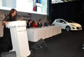 La Presidenta de la Nación en la planta industrial de la empresa PSA Peugeot Citroën, en El Palomar
