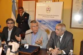 El ministro de Desarrollo Humano, Daniel Molina; el Gobernador José Luis Gioja y el Fiscal Gral. de la Corte de Justicia, Eduardo Quattropani