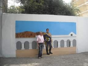 Mural en la Celda Histórica de San Martín y su realizador, el artista Jorge Rodríguez