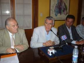 Ministro Saavedra, Gobernador Gioja y representante de Finning Soluciones Mineras S.A.