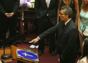 Ruperto Godoy juró acompañado por su familia