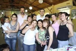 Jóvenes que asistieron a los Talleres, con el ministro Molina