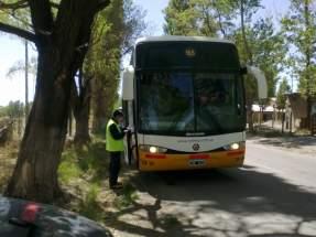 Control de buses de pasajeros en el trayecto que va desde Albardón hasta Tudcum