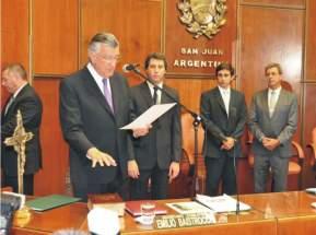 José Luis Gioja presta juramento en la sesión extraordinaria legislativa