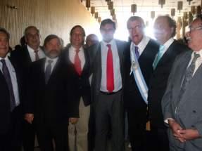 Comitiva de Chile: Juan Carlos Castillo, Luis Valdebenito, Diego Lastarrea, Sergio Gahona Salazar, Teodoro Aguirre y Agapito Santader, junto al gobernador Gioja