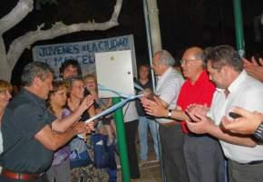 El Intendente Lima junto a funcionarios del gabinete municipal y vecinos, inauguró la semaforización de Av. Rioja y Juan Jufré
