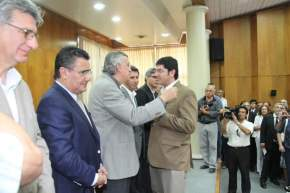 El gobernador Gioja, el vicegobernador Uñac; los ministros Oscar Balverdi, de Salud, y Daniel Molina, de Desarrollo Humano, y el intendente de Rawson, Juan Carlos Gioja, entregaron las designaciones a los funcionarios