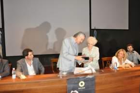 El gobernador Gioja entrega a Estela de Carlotto una distinción
