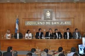 Autoridades en el acto encabezadas por el gobernador Gioja