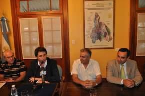 El vicegobernador en ejercicio del P.Ejecutivo, Sergio Uñac transmitió el saludo del gobernador Gioja y señaló que esta ruta forma parte del Corredor Bioceánico porque llegará a la desembocadura del túnel de Agua Negra