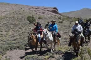 La expedición, siempre encabezada por el gobernador José Luis Gioja