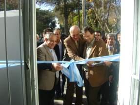 El Intendente Mario Tello y el Ministro de Producci�n, Marcelo Alos cortan las cintas inaugurando el centro de acceso a las TICs