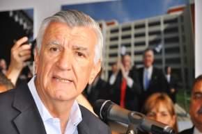 Dirige la palabra el gobernador José Luis Gioja