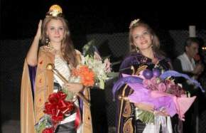 Ya coronadas, las flamantes Reina y Virreina Nacional del Sol: María Emilia Colombo y Andrea Bustos, respectivamente