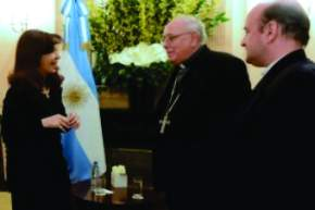 La Presidenta con monseñor José María Arancedo