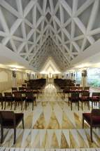 Moderna construcción arquitectónica de la capilla de la Casa de Santa Marta
