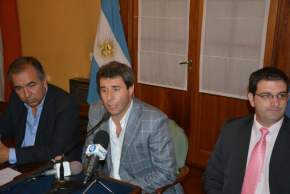 El vicegobernador Sergio Uñac junto al ministro de Turismo y Cultura, Dante Elizondo, anunciaron que el espectáculo de Juanes será auspiciado por dos empresas sanjuaninas