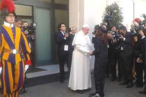 Francisco recibe a Cristina en Santa Marta