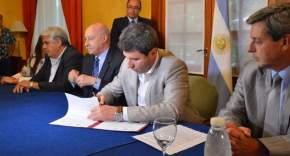 El gobernador Sergio Uñac firma convenios con el CFI