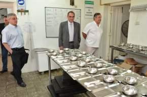 El ministro Sánchez Hidalgo visitando las instalaciones del Hosp. Mental