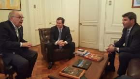 Uñac se reunió en Chile con Jaime Pérez, de Arce Araya, vicepresidente de la minera ENAMI