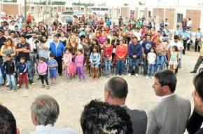 Entrega de viviendas del Barrio Las Moritas, en Caucete