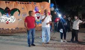 El ministro de Desarrollo Humano con los participantes de las colonias de verano en Calingasta