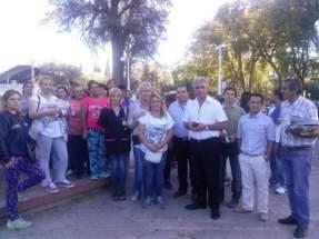 El ministro de Desarrollo Humano y Promoción Social, Walberto Allende, con autoridades de la Secretaría de Obras Públicas del Ministerio de Planificación e Infraestructura, recibieron a las mujeres