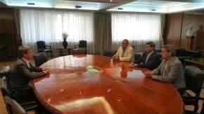 El gobernador Sergio Uñac se reunió con el ministro de Hacienda, Alfonso de Prat Gay, acompañado por los ministros de Hacienda y de Planificación e Infraestructura