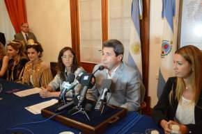 El gobernador Uñac informa sobre los premios para las futuras soberanas de la FNS 2016
