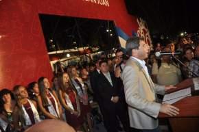 El gobernador Uñac dirige la palabra